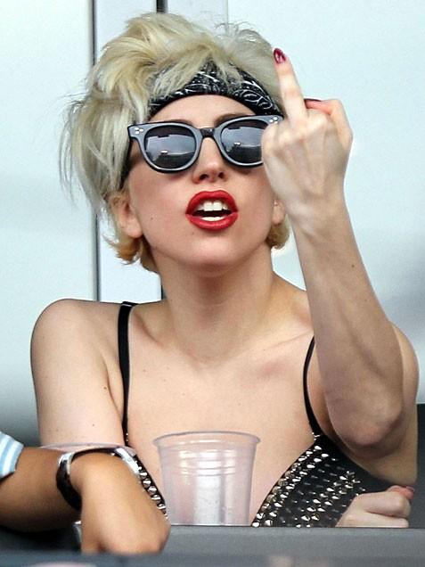 lady ga ga giving finger