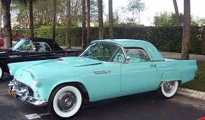 Now that's better.....Ford Thunderbird with some really nice fender skirts