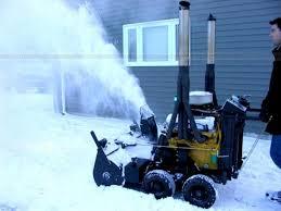 tetangga saya Tom snowblower